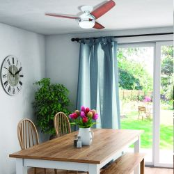 Ventilador de techo con luz moderno 107 cm acero lostroso blanco Hunter Nova.